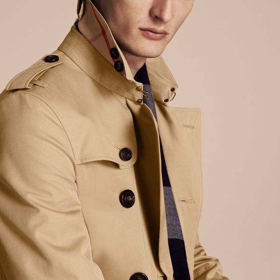 The Chelsea trench coat from Burberry, in cotton gabardine, is our narrowest fit with a tapered waist and a precisely tailored collar and gun flap.