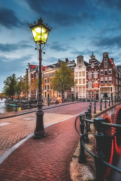 Bridge - 18 stunningly beautiful pictures of Amsterdam - Netherlands Tourism