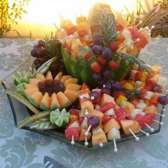 #BomDia com esses deliciosos espetinhos de frutas servidos no #PicNic com #PeterPan & #Sininho em comemoração ao niver #BielBabi3Anos by @fulltimebuffet, estou até agora recebendo elogios sobre o local, comida e atendimento do @fulltimebuffet  #JuntasSomosMaisBDF #QueridaData #BeijoTriplo