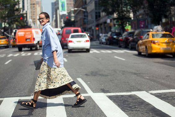 La camicia annodata Over la camicia, maxi la gonna (di Céline). #nyfw #streetstyle #trend