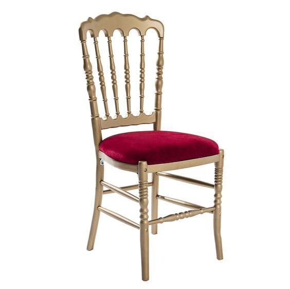 Cadeira King Crowl, perfeita para casamentos onde as noivas são as verdadeiras rainhas.