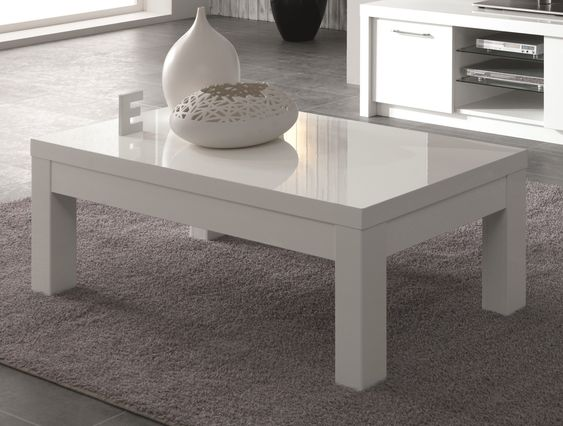 Sobre et élégante à la fois, la table basse design Adamo vous charmera par son coloris laqué très tendance.