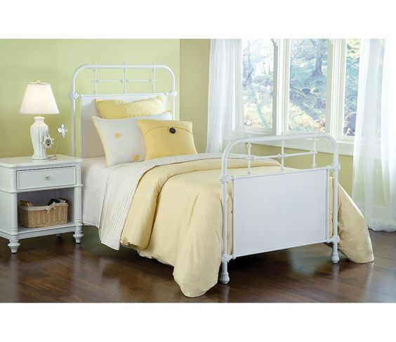 $649.00-KING / $549.00-QUEEN / FULL / HILLSDALE KENSINGTON BED / TEXTURED WHITE OR OLD RUST / NO SALES TAX / NC SHIPPING
