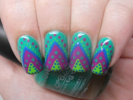 Holy Manicures: Dotted Triangle Nails.