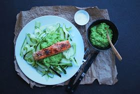 happyfoodstories: Squash-spaghetti m. ertepesto & ovnsbakt laks