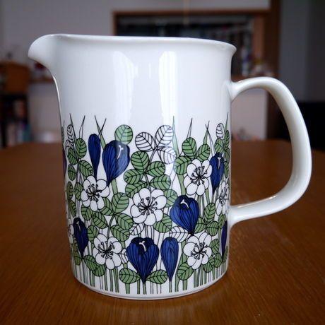 北欧アンティーク食器ポイントのブルーの花