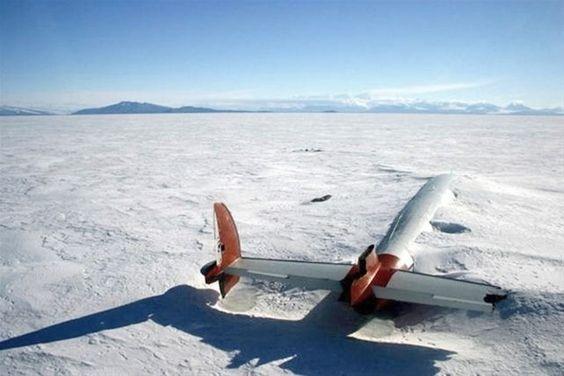 Image: Pegasus C-121 Lockheed Constellation crash, Antarctica (© Via http://aka.ms/art4sphere)
