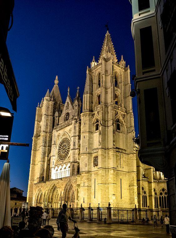 Nocturno de la catedral de León.