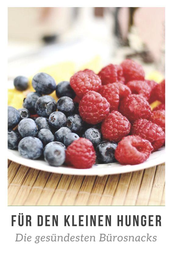 Drei große Mahlzeiten am Tag gönnen wir uns für gewöhnlich. Doch dazwischen kann die Zeit lang werden und der Magen knurren. Und sinkt der Blutzuckerspiegel, lauern Leistungsabfall, Konzentrationsschwäche, schlechte Laune sowie Müdigkeit. Wer dann klug snackt, übersteht auch stressige Tage im  Büro ohne Formtief. Wer den ganzen Tag über leistungsfähig bleiben will, sollte immer wieder kleine Esspausen einlegen. Die von Ernährungsexperten empfohlene Devise lautet dabei: Essen und Trinken im Zwei- bis Drei-Stunden Takt. Mehrere kleine Mahlzeiten oder Snacks sorgen für ein konstantes Blutzuckerprofil, wirken so Leistungstiefs entgegen und halten dich den gesamten Tag über im Energiehoch.