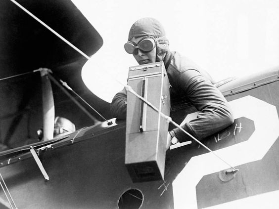 A History of the First World War in 100 Moments: America unleashes the doughboys of war in the battle of Saint-Mihiel - History of the First World War in 100 moments - World History - The Independent An aerial camera in use The co-pilot of a plane with an Aeroplane Graflex camera during the First World War