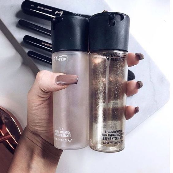 Mac is one of the best makeup brands for setting spray products!