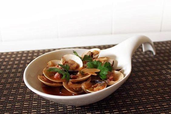 Aprenda a fazer Amêijoas com presunto ao molho do porto de maneira fácil e económica. As melhores receitas estão aqui, entre e aprenda a cozinhar como um verdadeiro chef.