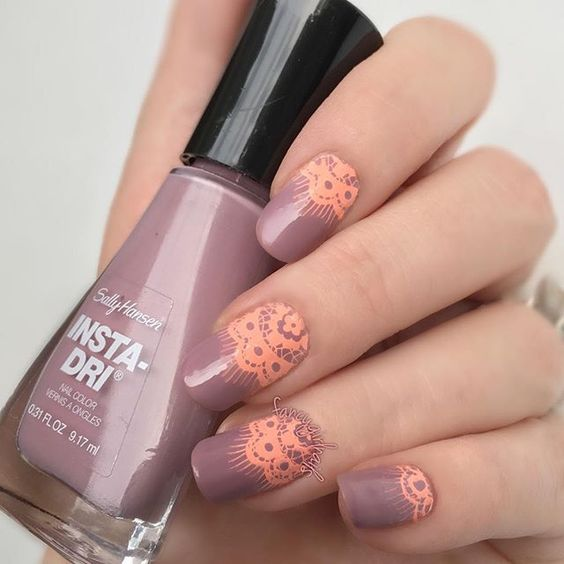 Welcoming September with this pretty nude polish from Sally Hansen [rush hour] •…