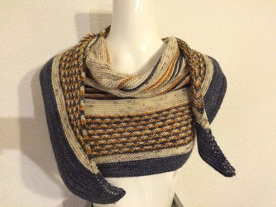 Ravelry: Project Gallery for Château-rouge pattern by Madame Tricote