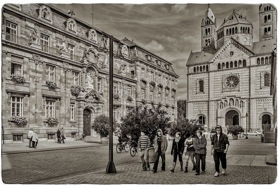 Street Photography : Speyer Street by quadrat_a https://t.co/2umnVw9dn1 | #streets #photography #photos #500px https://t.co/CTGubmvaNg #f #photography