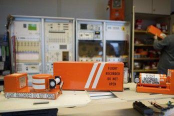 Hallan La Segunda Caja Negra Del A320 De Germanwings En Los Alpes Franceses
