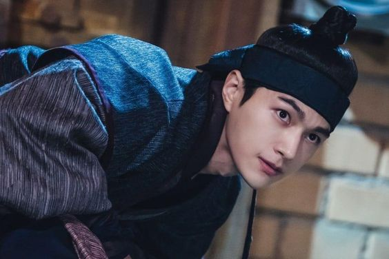Kim Myung Soo Hides Mysterious Past Behind A Handsome Smile In New Historical Drama
