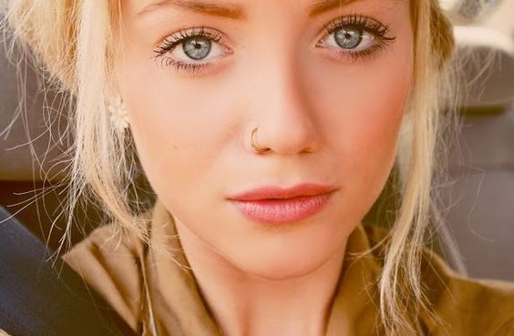 This is adorable. This is the kind of nose piercing I want, noticeable but not like crazy noticeable, it is just cute.