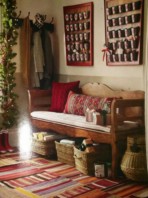 Obsessed with this entryway #potterybarn. Cool wainscotting too