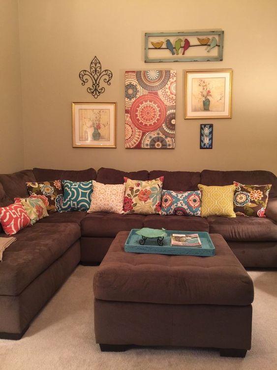 Decora tu sala con unos cojines para sillones cafe