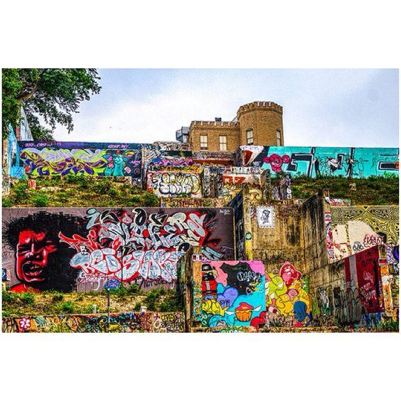 Baylor Street Art Wall: Graffiti Hill. Austin Texas