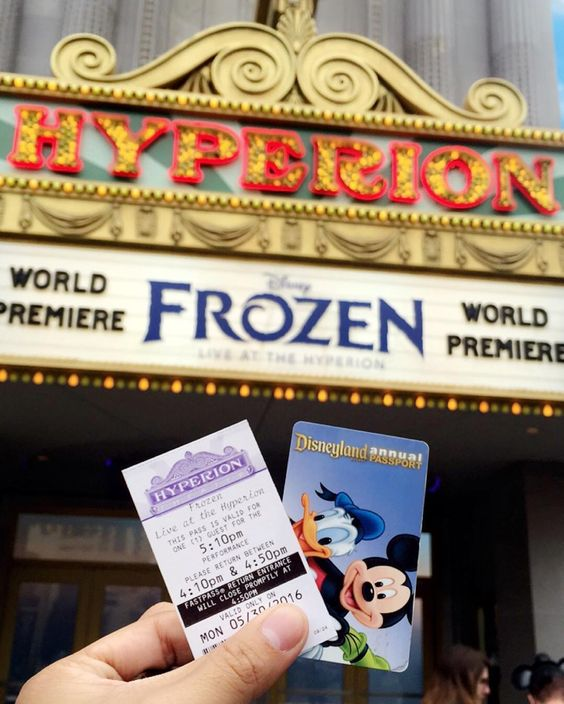 World Premier Of Frozen Live At The Hyperion!!!  #frozen #frozenliveatthehyperion #frozenlive #disneyland #disney #disneyannualpassholderpremium #elsa #anna #olaf #letitgo #picoftheday by ijezlik2takepictures