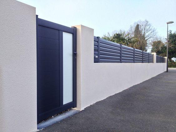 Latest ocwood panneaux de clture composite sur muret gamme borale lames gris clair et poteaux for Palissade aluminium prix
