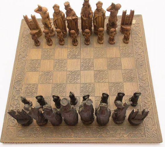 Excepcional tabuleiro de xadrez italiano, composto por..