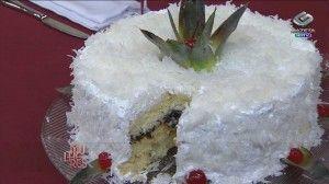 Bolo tropical de coco e abacaxi
