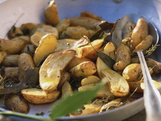 Gebackene Kräuterkartoffeln nach französischer Art ist ein Rezept mit frischen Zutaten aus der Kategorie Wurzelgemüse. Probieren Sie dieses und weitere Rezepte von EAT SMARTER!