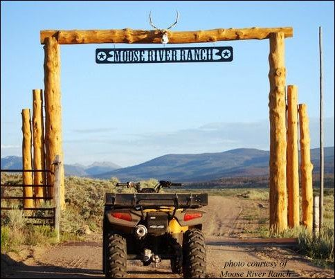 Ranch entrance landscaping pinterest horns metal for Ranch entrance designs