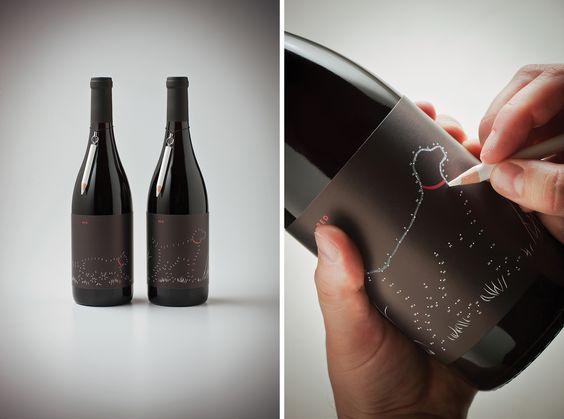 Diseño de etiqueta de vino basado en el juego de unir puntos