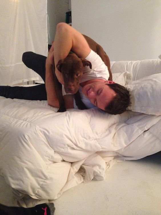 Jonathan Toews and a puppy