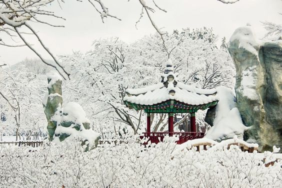 Mùa đông với tuyết phủ trắng xóa ở cung điện Gyeongbokgung