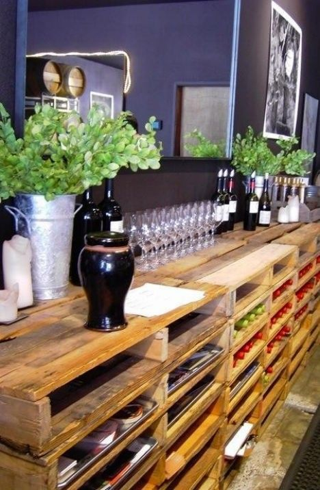 making a bar with wine storage out of pallet stacks.. this is awesome!