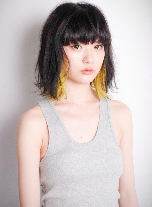 黒髪×金髪の正反対の 髪色がつくるお洒落ヘア。 あえて巻かず...|MERY [メリー]