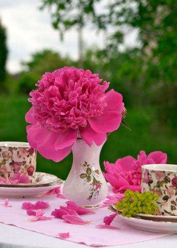 Colorful flowers on the table is a great way to make a luncheon with friends extra special.  #springintothedream #flower_arrangement #tablescape