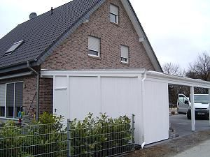 Schraegdach-Doppelcarport in weiß