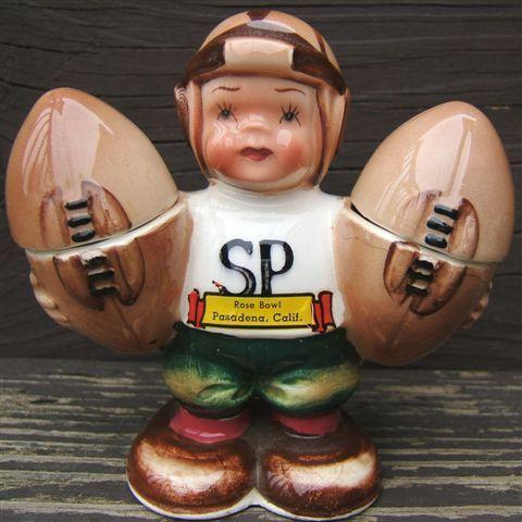Vintage FOOTBALL PLAYER ROSE BOWL Souvenir Ceramic SALT PEPPER Shaker Set JAPAN