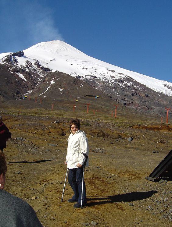 """Pucon 2007. """"estamos bastante cerca del Volcan, apreciandose los andariveles""""."""