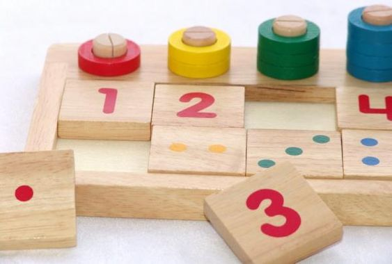 Como ensinar os números às crianças. Entre os 3 e os 4 anos as crianças já podem começar a aprender os diferentes números e as regras que usamos para medir as quantidades: sua forma e nome, a ordem deles, que não podem ser repetidos, etc...