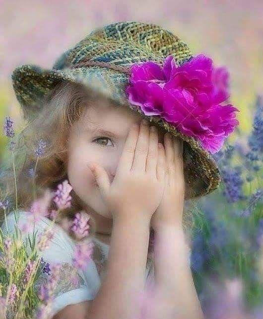 يا حامل الورد غ ط ى وردك الخجل كف اك أجمل ما قر ت به الم ق ل يا حامل الورد ما Little Girl Photography Cute Kids Photography Cute Baby Girl Pictures