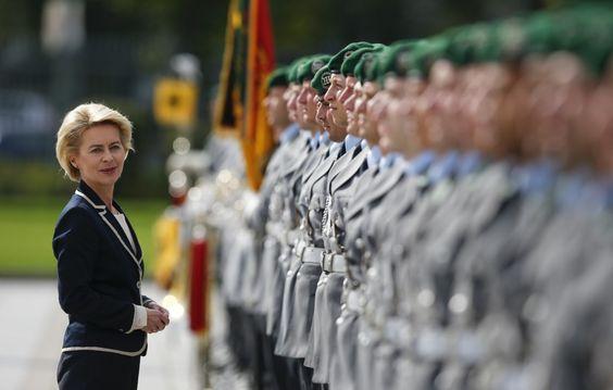 وزيرة الدفاع الألمانية تستضيف شابا سوريا في منزلها