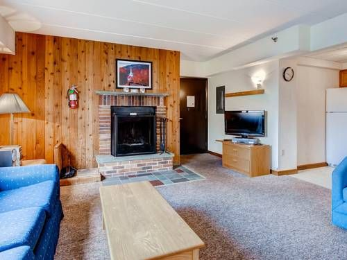 Mt Green 2-F6 Apartment Killington (Vermont) Set in Killington Village, this apartment features a balcony. This apartment features an outdoor pool and free WiFi.  There is a seating area and a kitchen. A flat-screen TV is provided.