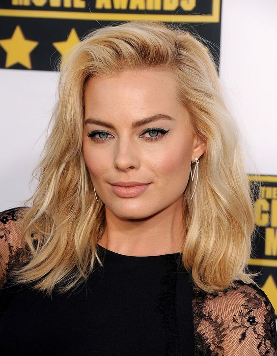Margot Robbie - Hair and Makeup at Critics' Choice Awards 2014 - sexy black cat eye / winged eyeliner / nude lip - tousled blonde hair