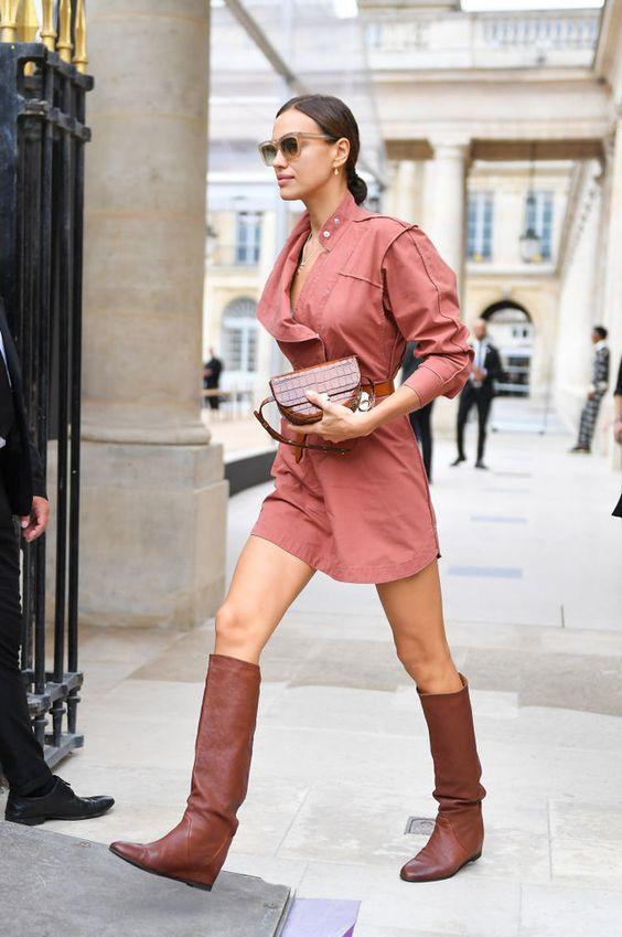 Маленькое розовое платье и высокие сапоги: Ирина Шейк в Париже (фото 1.1)