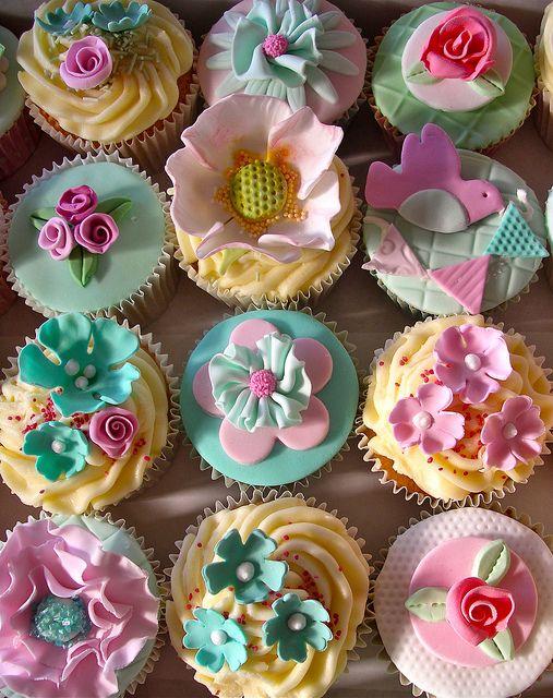 Bird & Blossom cupcakes.