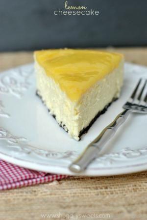 Lemon Cheesecake: creamy Lemon Cheesecake com uma crosta do biscoito caseiro e coalhada de limão!  por Gudrun Heike