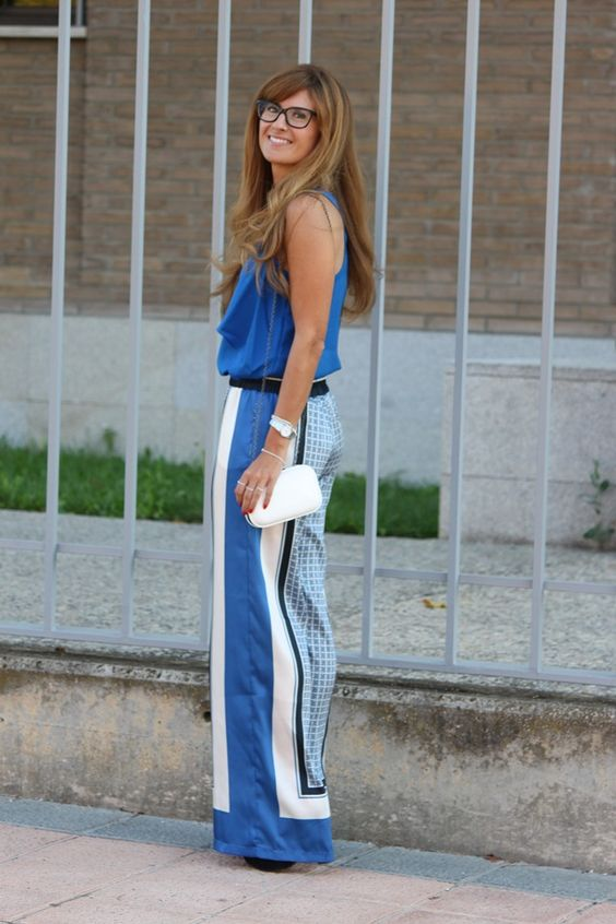 Amazing look with palazzo pants! They are like a scarf in pants form.