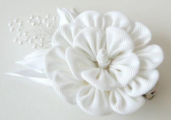 Kanzashi Stoff Blume Haarspange.Weiße Stoff-Blume. Weiße Blume Haarspange. Was…